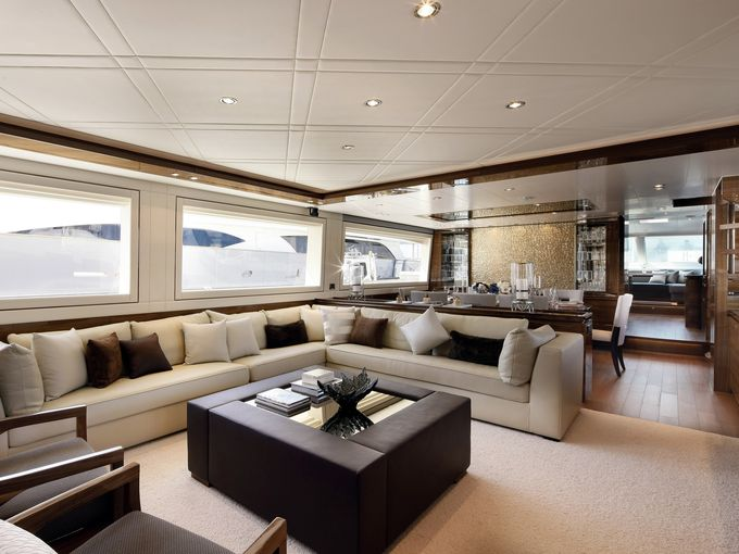 635777654244935075-2008-Horizon-salon-CREDIT-Horizon-Yachts