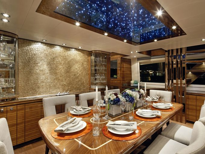 635777654558965088-2008-Horizon-Formal-Dining-CREDIT-Horizon-Yachts