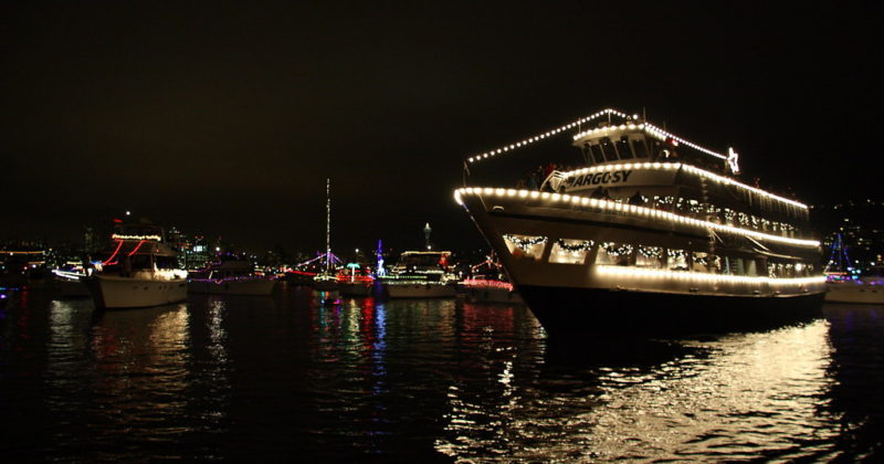 4 Ways to Decorate Your Boat For The Holidays